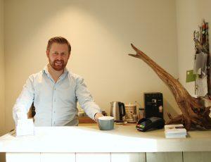 Koffie/theebar en balie Harmotion